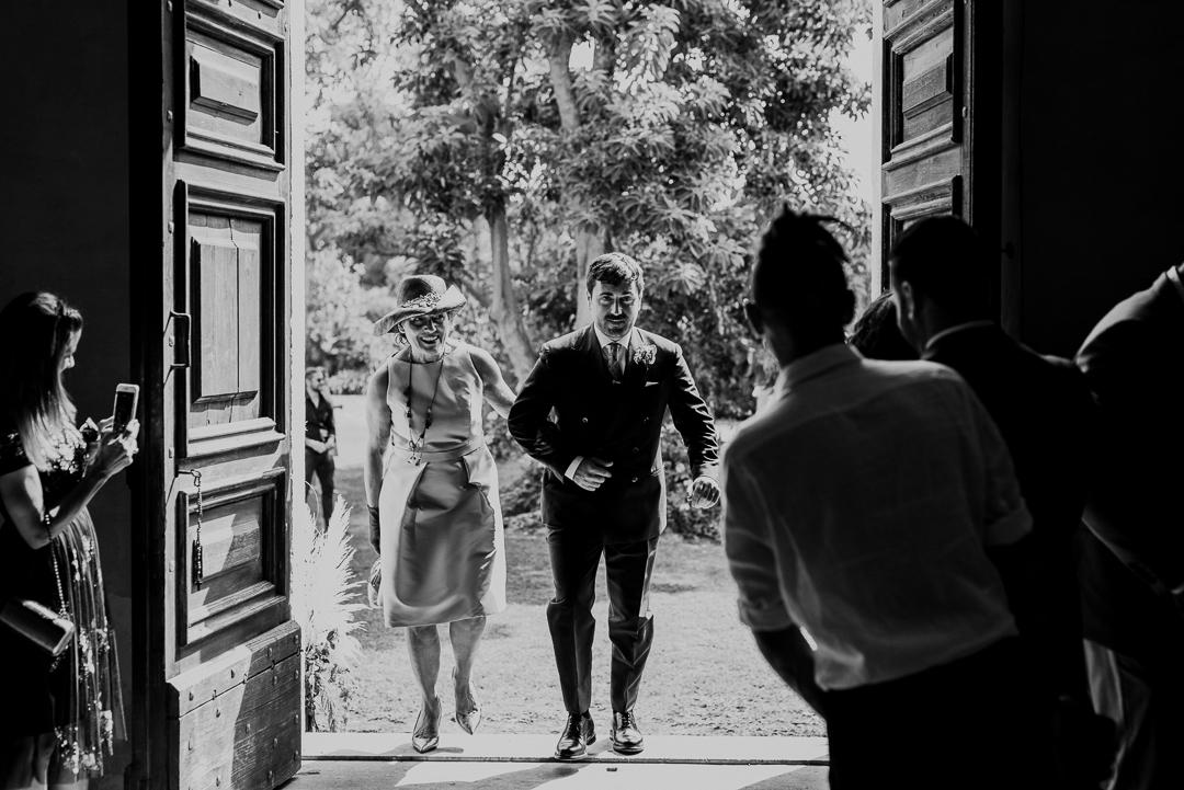 Reportage entrata sposo in chiesa